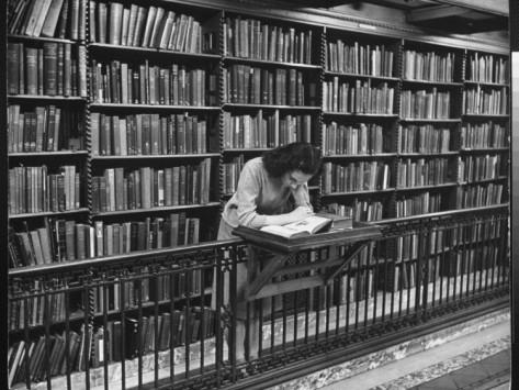 biblioteca mujer